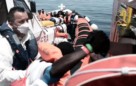 Rescue vessel Aquarius stuck in Mediterranean
