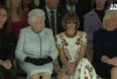 La reina Isabel en la London Fashion Week